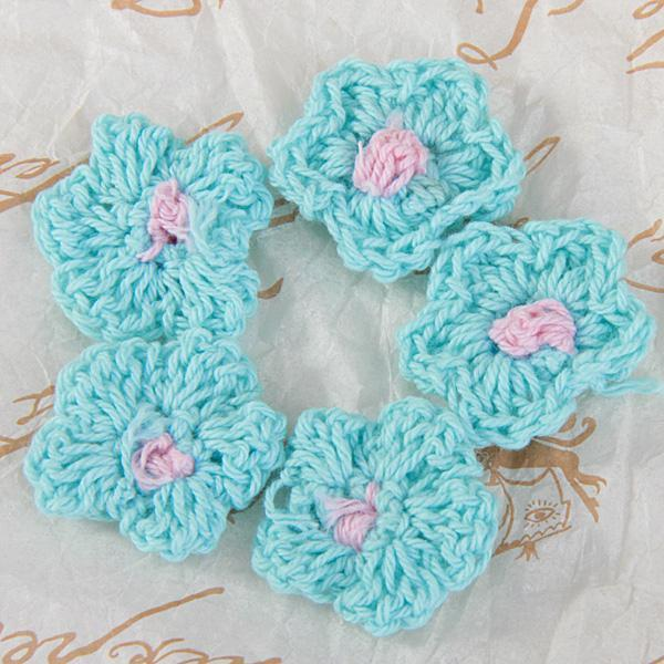 MIXED COLOURS 15 SMALL CROCHET FLOWER APPLIQUE GREAT FOR CRAFT PROJECTS